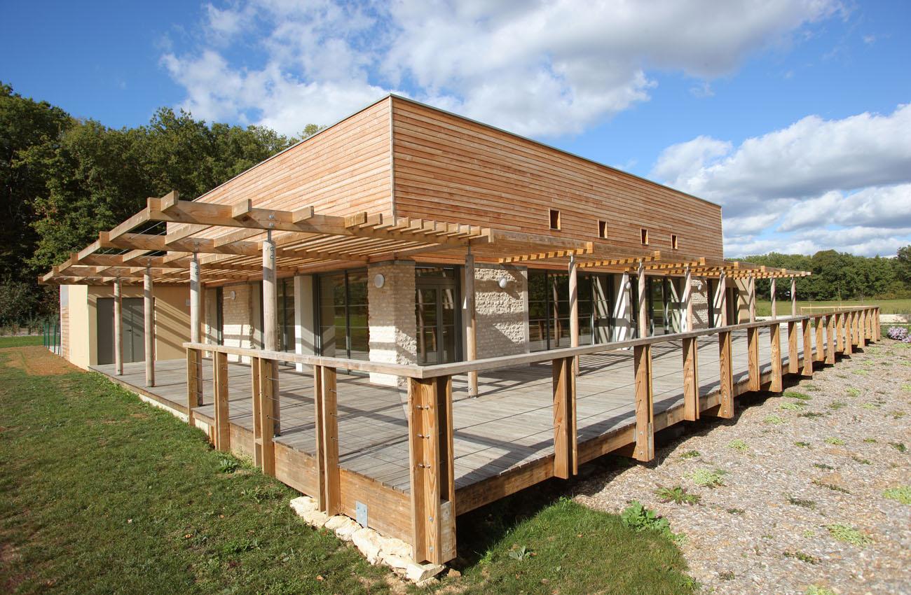 espace3-maison-sadebriens-86800-sevres-anxaumont-facade-terrasse